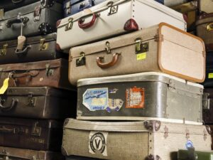 グローブトロッターからノーブランドまで、ヴィンテージトランクの中古市場の価格が知りたい!