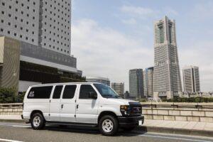 """男前なバン""""エコノライン""""! フォードのトランスポーター「E150」で都会を駆け巡る。"""
