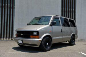 商用車のグリルを装着した通称「カーゴフェイス」仕様のアストロに注目!