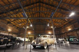 【リノベーション倉庫④】築100年の大阪港赤煉瓦倉庫を同時代のクラシックカーで彩る博物館。|大阪・大阪市