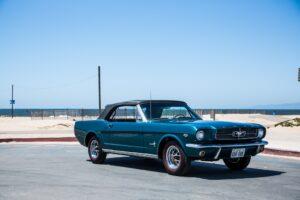 FORD MUSTANG(フォード マスタング)とは? その衝撃デビューから歴代の名車を紹介!