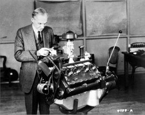 アメリカ車の歴史を変えたフラットヘッドV8とスモールブロックOHVの2つのエンジン。