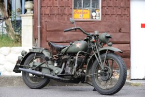 ネイティブカルチャーに魅せられた男が愛する、「インディアン」の軍用バイク。
