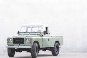 絶版車のランドローバー・ディフェンダーが蘇る、ポルトガルの再生工場。